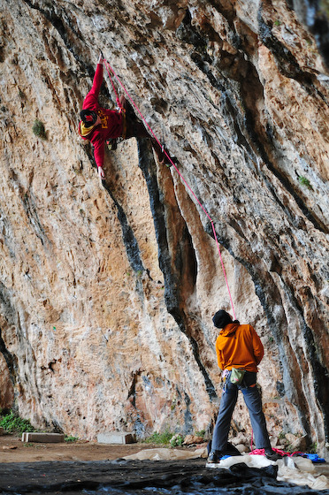 Climbing on wet tufas in Santa Linya