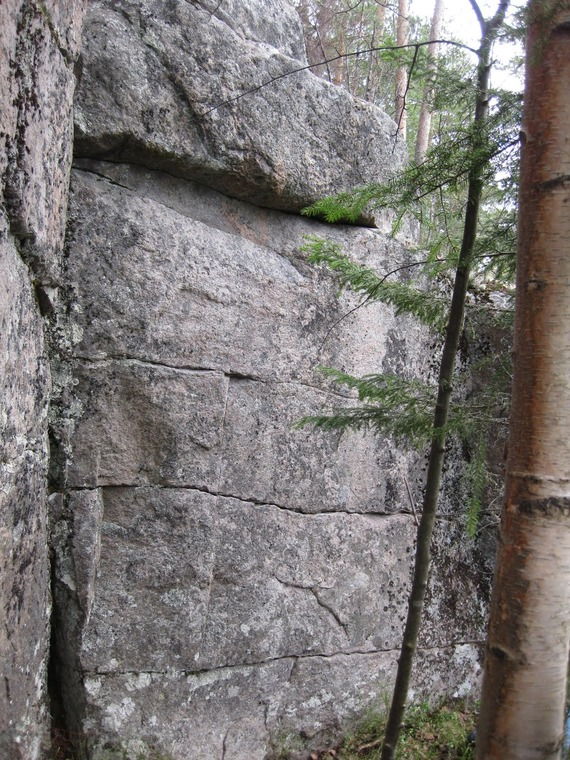Lower wall
