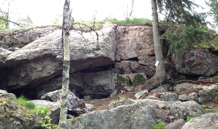 1. Kallioita tuijottavat miehet