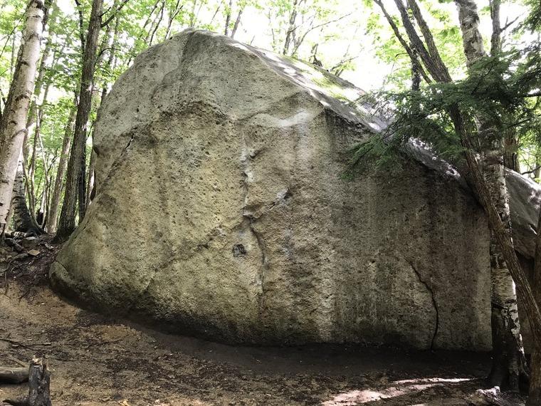 クジラ岩 (Kujira Iwa)