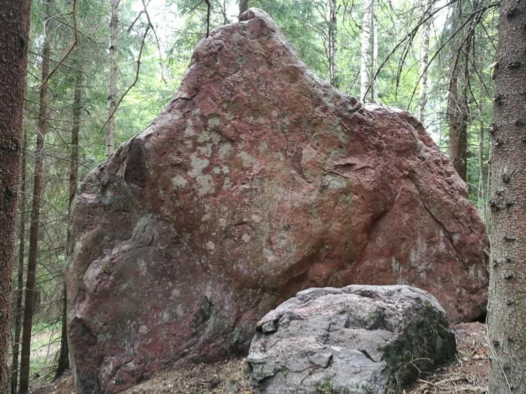 3 kiveä